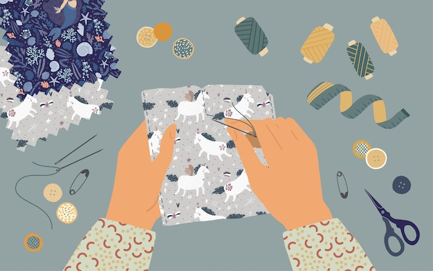 La ilustración de manos de sastre. vista superior del lugar de trabajo con equipo de costura en el taller. educación del concepto de trabajo manual.
