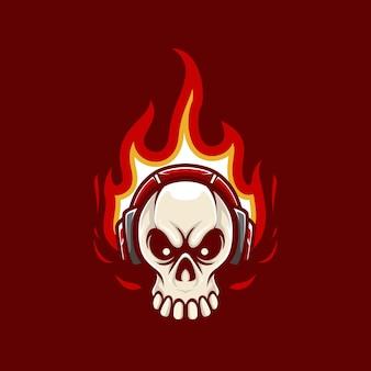 Ilustración mascota logo calavera con llama y auriculares