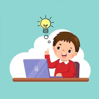 Ilustración de un niño feliz de dibujos animados con su computadora portátil que tiene una buena idea. concepto de educación.