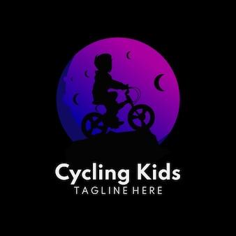 Ilustración de niños en la luna con actividad ciclista logo infantil luna