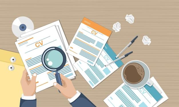 Ilustración de papeles cv para contratar nuevas personas para el trabajo, vista superior