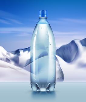 Ilustración publicitaria de una botella de plástico de agua mineral en el fondo de las montañas