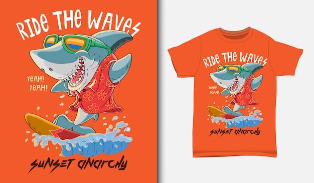 Ilustración de surf tiburón fresco con diseño de camiseta, dibujado a mano