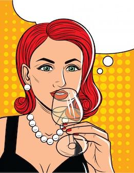Ilustración de vector de estilo cómic de mujer bonita bebiendo un alcohol. glamour dama con el pelo rojo que sostiene un vaso con alcohol en la mano