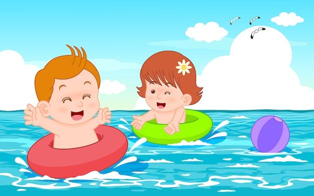 Ilustración de vector de personaje de dibujos animados lindo niño y niña nadando en el mar con anillo de natación rojo y verde
