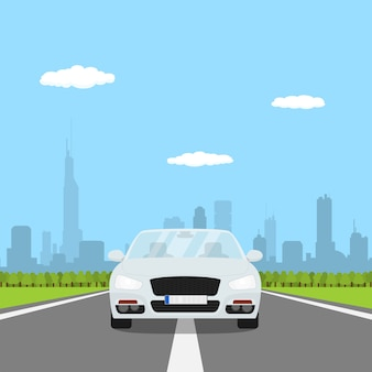 Imagen de coche en la carretera con bosque y silueta de gran ciudad en bakground, ilustración de estilo