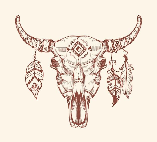 Impresión tribal azteca de la camiseta del cráneo del búfalo, tatuaje. tótem de calavera de vaca animal muerto con plumas.