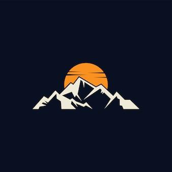 Impresionante diseño de logotipo de color de aventura