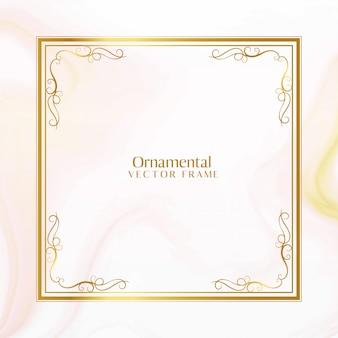 Impresionante diseño de marco dorado ornamental
