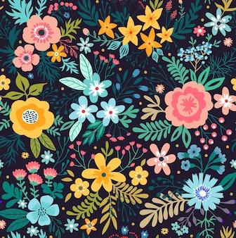 Increíble patrón floral con flores de colores brillantes, plantas, ramas y bayas sobre un fondo negro. la elegante plantilla para estampados de moda.