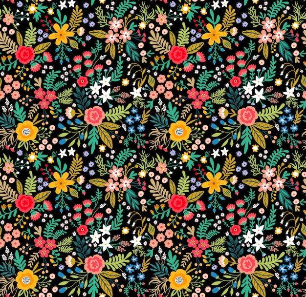 Increíble patrón floral con flores de colores brillantes, plantas, ramas y bayas sobre un fondo negro. patrón floral transparente.