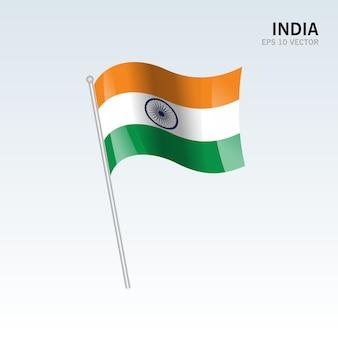 India ondeando la bandera aislada sobre fondo gris