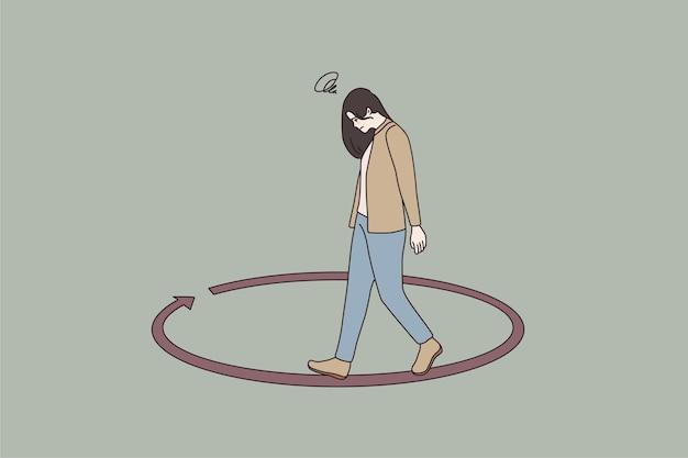 Infeliz mujer caminando en círculo pensando en problemas