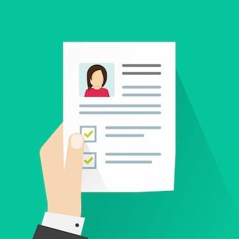 Información del perfil personal o documento curricular en hoja de papel.