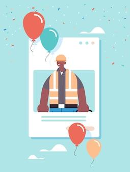 Ingeniero masculino en uniforme celebrando el día del trabajo
