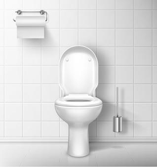 Inodoro en el baño con rollo de papel y cepillo