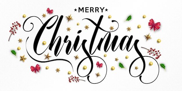 Inscripción de feliz navidad decorada con estrellas doradas, cuentas y tarjeta de felicitación de fresno de montaña