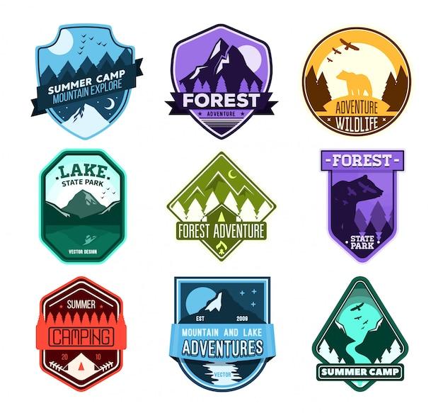Insignia para acampar en el bosque, campamento de exploración, club de turismo deportivo extremo. etiqueta de viaje salvaje.