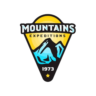 Insignia de logo de expediciones de montañas en estilo moderno y colorido.