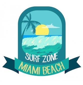 Insignia de logotipo creativo de verano, palmeras, olas y sol.