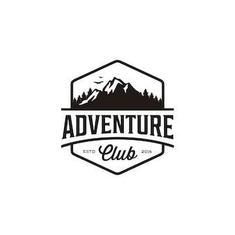 Insignia vintage de mountain adventure travel, diseño del logotipo de forest hill camp