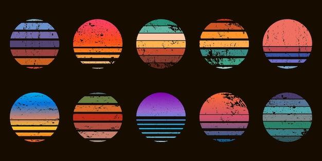 Insignias de círculo al atardecer de océano abstracto retro de los años 90. amanecer gráfico de playa de surf con textura degradada y grunge. conjunto de vector de puesta de sol vintage de neón