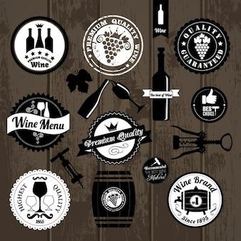 Insignias de cocina sobre madera