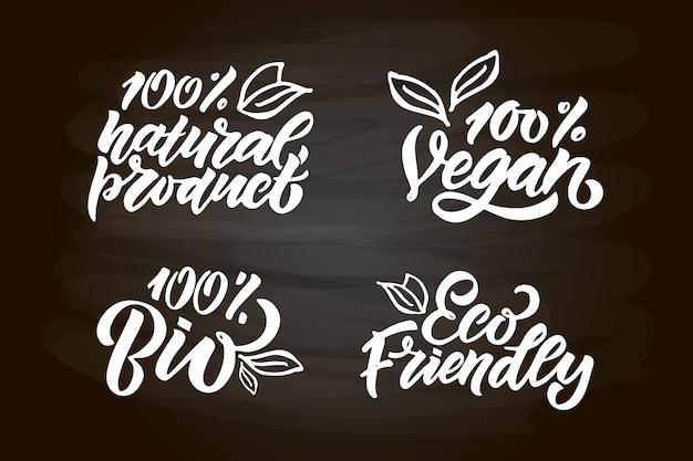 Insignias y etiquetas dibujadas a mano con vegetariano, vegano, crudo, ecológico, natural, fresco, sin gluten y sin transgénicos.
