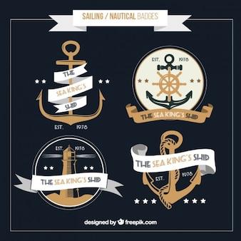Insignias marineras dibujadas a mano en estilo vintage