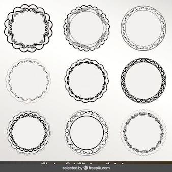 Insignias redondas circulares con contorno negro