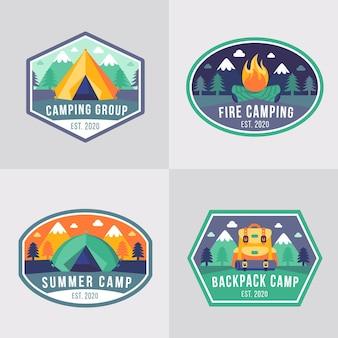 Insignias vintage de camping y aventuras.