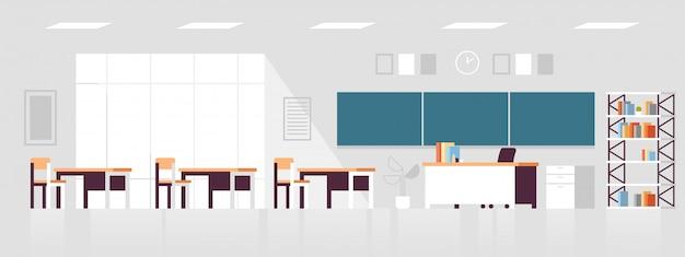 Interior del aula moderna vacía ninguna sala de clase de la escuela con sillas y escritorios
