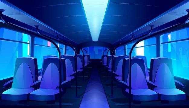 Interior del autobús vacío en la noche