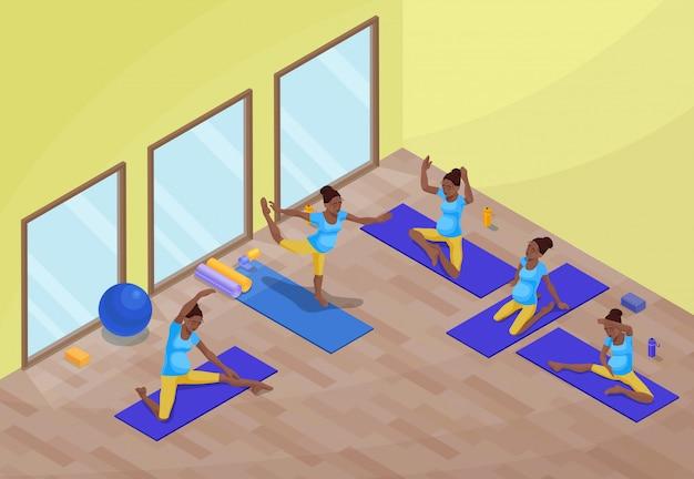 Interior de la clase de yoga con mujer africana embarazada