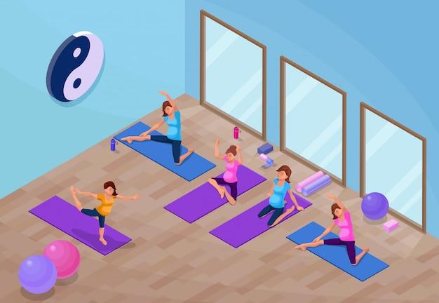 Interior del estudio de yoga con mujer embarazada