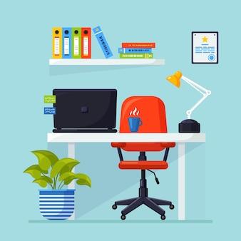 Interior de oficina con escritorio, silla, computadora, computadora portátil, documentos, lámpara de mesa. lugar de trabajo para trabajador, empleado.