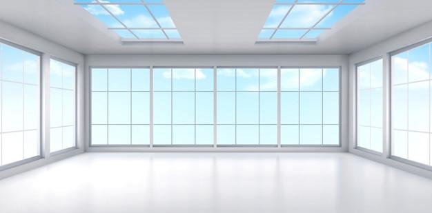 Interior de la sala de oficina vacía con ventanas en el techo