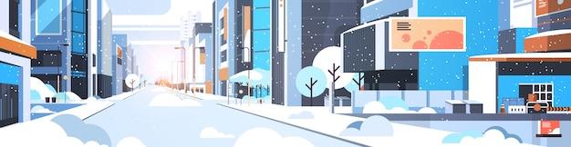 Invierno ciudad nevada calle céntrica con rascacielos edificios comerciales sol paisaje urbano plano horizontal ilustración vectorial
