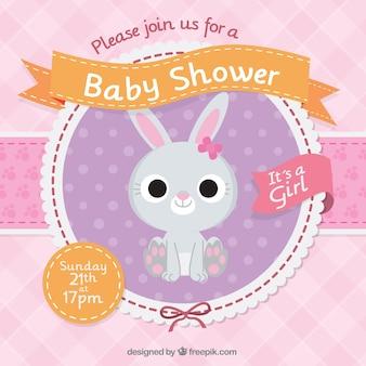 Invitación de bienvenida del bebé con un conejo bonito