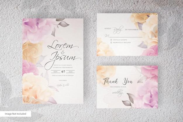 Invitación de boda elegante arreglo de flores y hojas con acuarela