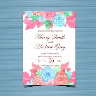 Invitación de boda floral con hermosas rosas azules y rosadas