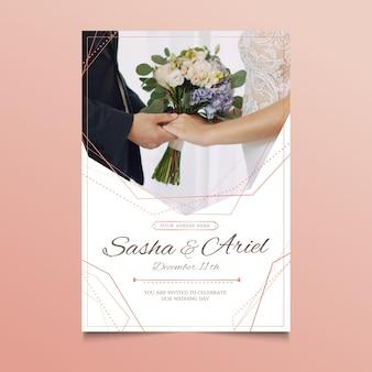 Invitación de boda con foto de pareja tomados de la mano