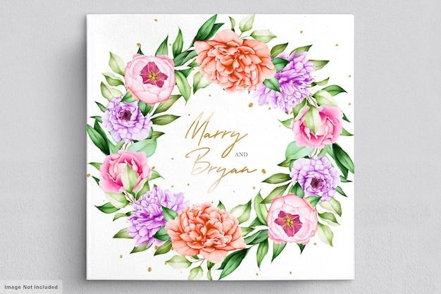 Invitación de boda con hermosos ramos de flores y corona de acuarela.