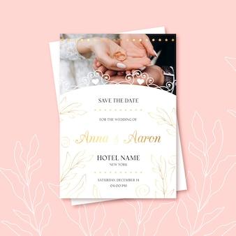 Invitación de boda de recién casados y anillo de bodas