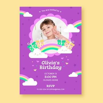 Invitación de cumpleaños arcoiris plana con foto
