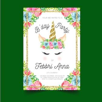 Invitación de cumpleaños con cuernos de unicornio y coronas de flores.