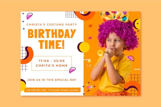 Invitación de cumpleaños de fiesta de disfraces infantiles de memphis