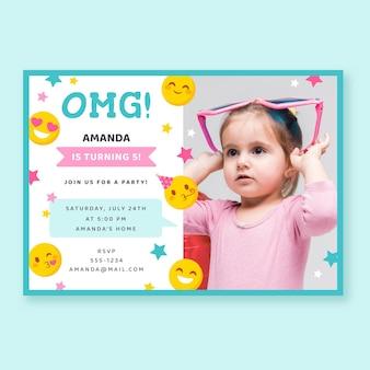 Invitación de cumpleaños plana emoji con foto