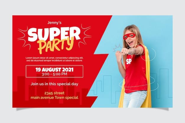 Invitación de cumpleaños de superhéroe plana orgánica con foto