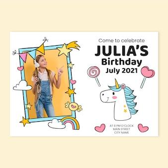 Invitación de cumpleaños de unicornio dibujada a mano con plantilla de foto